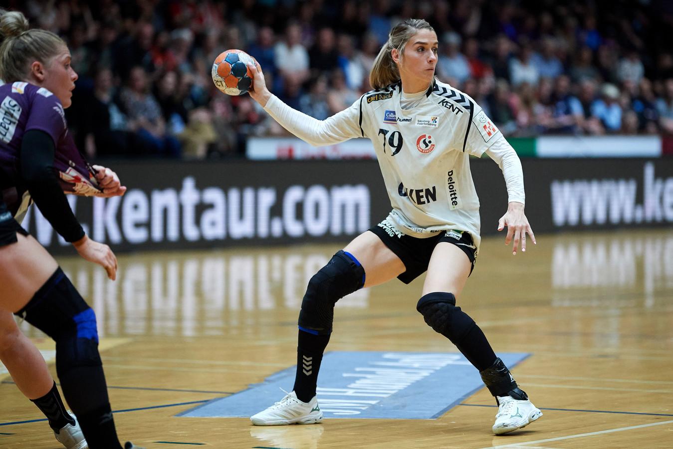 Estavana Polman in actie namens haar Deense club Team Esbjerg.
