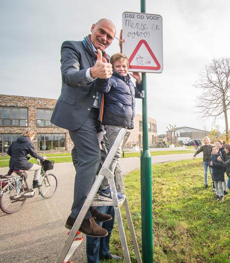 Pas op voor 'mense en ootoos'  bij de Johannes Bogermanschool in Houten
