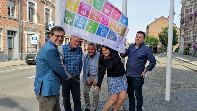 Stadsbestuur hijst duurzaamheidsvlag in kader van de Week van de Duurzame Gemeente