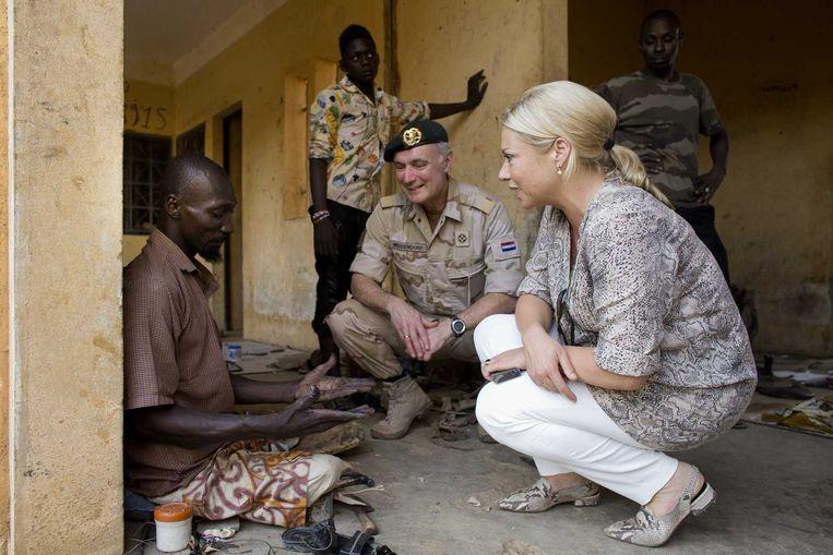 Minister van Defensie Hennis-Plasschaart vandaag tijdens haar werkbezoek aan Mali. Beeld anp