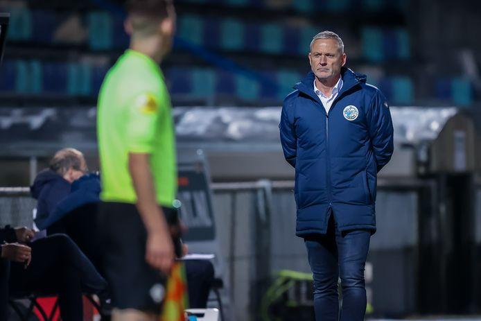 FC Den Bosch-trainer Jack de Gier (rechts) kan woensdag overdag pas zijn opstelling voor de uitwedstrijd tegen MVV maken.