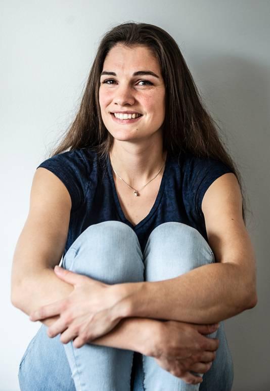 Anne van Laar kreeg hiv op haar 16e van haar eerste vriendje. Ze is nu 28 en moeder.