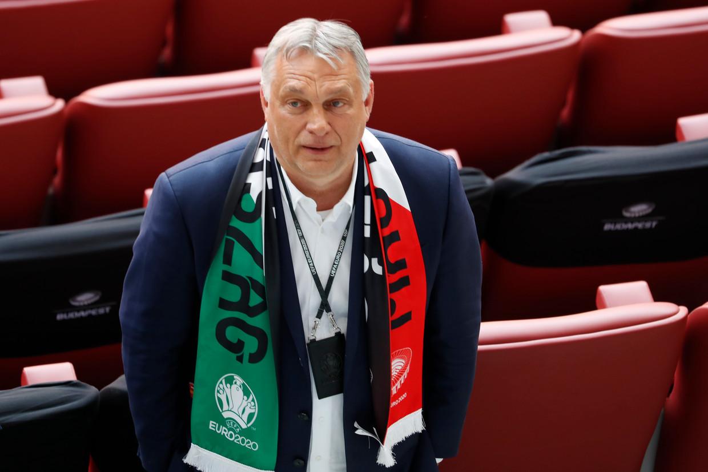 De Hongaarse premier Viktor Orbán op de eretribune bij de EK-wedstrijd Hongarije-Portugal van 15 juni.  Beeld AP