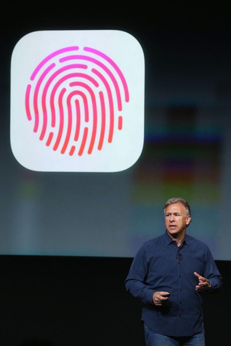 Phil Schiller legt het concept van Touch ID uit. Beeld GETTY