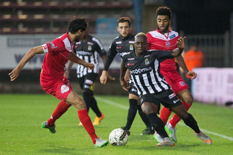 Het duel tussen Sporting Charleroi en Mouscron Peruwelz van zondag is afgelast. Beeld BELGA