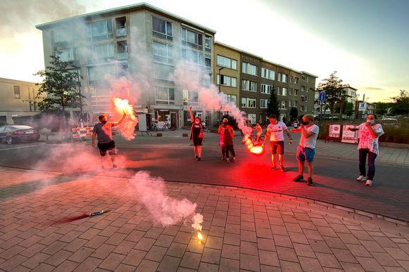 RAFC supporters volgen de bekerfinale Antwerp-Club Brugge in cafe Daniel's.