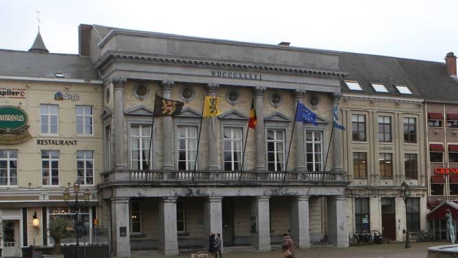 Ingang stadhuis tijdelijk via ceremoniële ingang