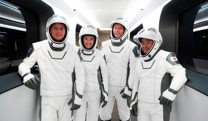 NASA-astronauten Shane Kimbrough en Megan McArthur, Europese ruimtevaartagentschap-astronaut Thomas Pesquet en de Japanse astronaut Akihiko Hoshide van het Japanse Ruimteverkennersagentschap.