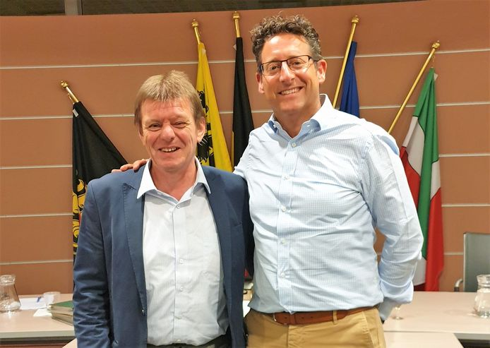 Benny Munten samen met huidig burgemeester Jo Roggen.