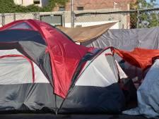 """Jacques est """"inquiet pour l'avenir"""": la Ville de Liège réagit et met des tentes à disposition des sans-abri"""