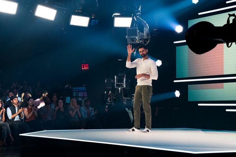 Een beeld uit de verboden aflevering van 'Patriot Act', een stand-up show van Hasan Minhaj. Beeld Cara Howe/Netflix