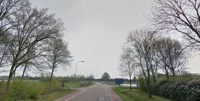 Er komt een rotonde op de kruising Abt van Engelenlaan-Mortelweg (links). Verderop naar links ligt de bocht naar de Wolput.