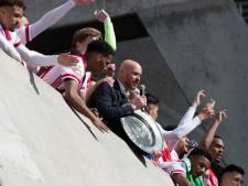 Ten Hag kraakt 'onnavolgbaar' coronabeleid: 'Ze verkopen het zonder perspectief voor fans'