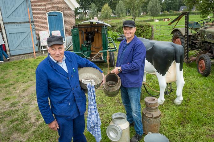 Vanaf zijn zestiende molk Henk Draaijer al op boerderijen in de regio. Ook zoon Erik kan met de weidemelkmachine overweg.