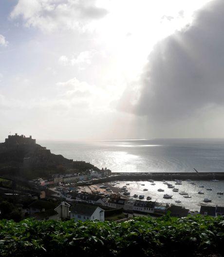 Johnson stuurt twee marineschepen naar eiland voor Franse kust na rel om visserijrechten