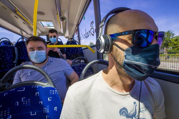 Vanaf 1 juni zijn mondkapjes in het openbaar vervoer verplicht.