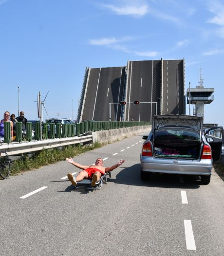 Wegverkeer kan weer over de A6, nu heeft scheepvaart last van storing Ketelbrug