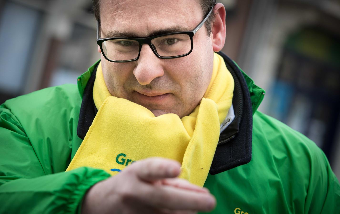 Lijsttrekker Richard de Mos zaterdag tijdens de campagne op Scheveningen.