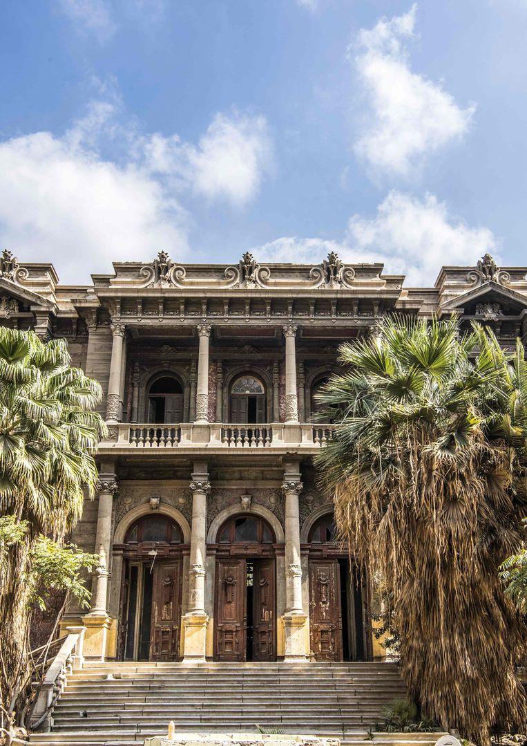 Het Said Halim Pasha Paleis (1896-1899) in hoofdstad Cairo. Cairo staat vol met elegante, eeuwen oude, Europees ogende gebouwen. Dat erfgoed behouden wordt moeilijker nu de staat een nieuwe hoofdstad in de woestijn wilt ontwikkelen.  Beeld AFP