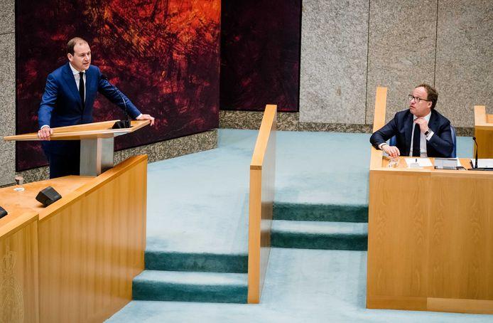 PvdA-leider Lodewijk Asscher en D66-minister Wouter Koolmees van Sociale Zaken en Werkgelegenheid tijdens het debat over het noodpakket 2.0.