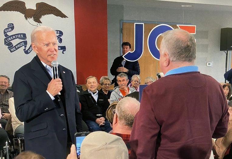 Joe Biden wordt aangesproken op de situatie rondom zijn zoon.  Beeld REUTERS