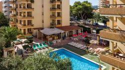 Belg (29) kritiek nadat hij van balkon in zwembad probeert te springen op Ibiza