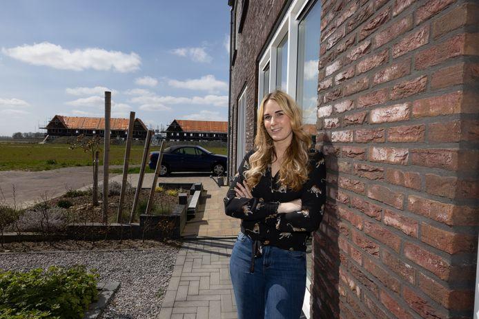 Michaja Jansen kan haar huis niet verkopen vanwege onduidelijkheid of ze daadwerkelijk wel eigenaar is van de grond.