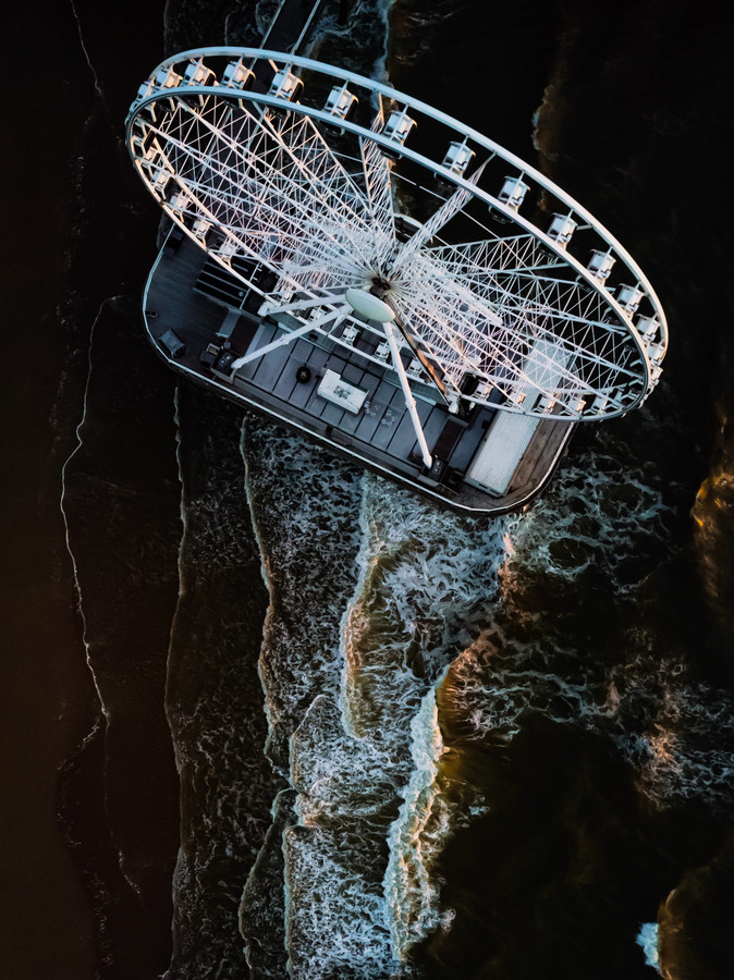 Veel spannender zal het reuzenrad op de Pier van Scheveningen niet vaak in beeld zijn gebracht. Het leverde Kehmor Statia een eervolle vermelding op bij de fotowedstrijd Drone120.nl.