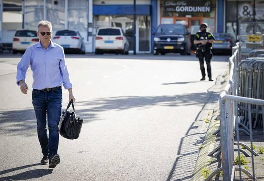 Advocaat Nico Meijering arriveert bij de extra beveiligde gerechtsbunker in Amsterdam-Osdorp voor een zitting van het Marengoproces.