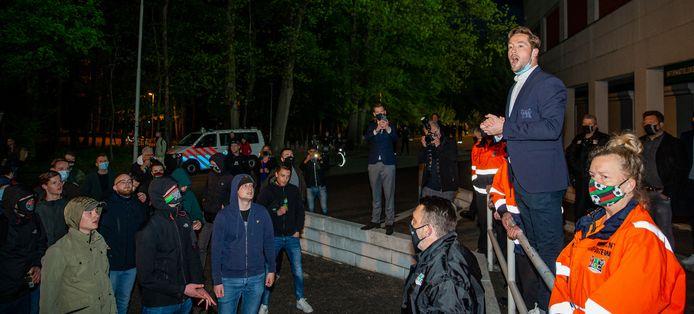 NEC-aanvoerder Rens van Eijden spreekt de toegestroomde supporters toe na afloop van de wedstrijd tegen FC Dordrecht. De supporters hielden een sfeeractie met vuurwerk en fakkels. Ook trainer Rogier Meijer genoot.