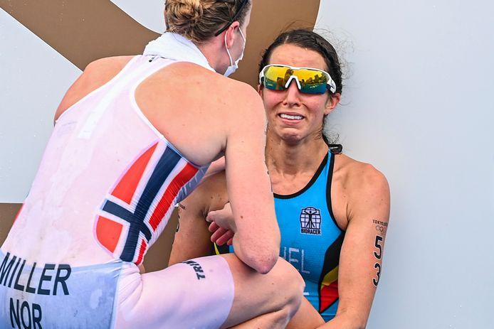 Touchée au molet, Claire Michel a terminé en larmes son triathlon.