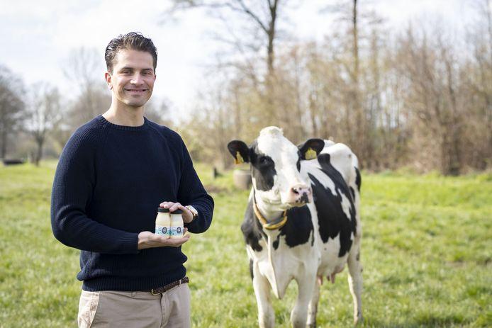 Proteïneshakes van Enschedese Lars Saihaja gaan vanuit Twente naar ziekenhuizen en zorginstellingen in heel Nederland. In Zenderen staat een van de boerderijen waar de melk vandaan komt. Editie: Enschede Marieke Amelink - MA20210424