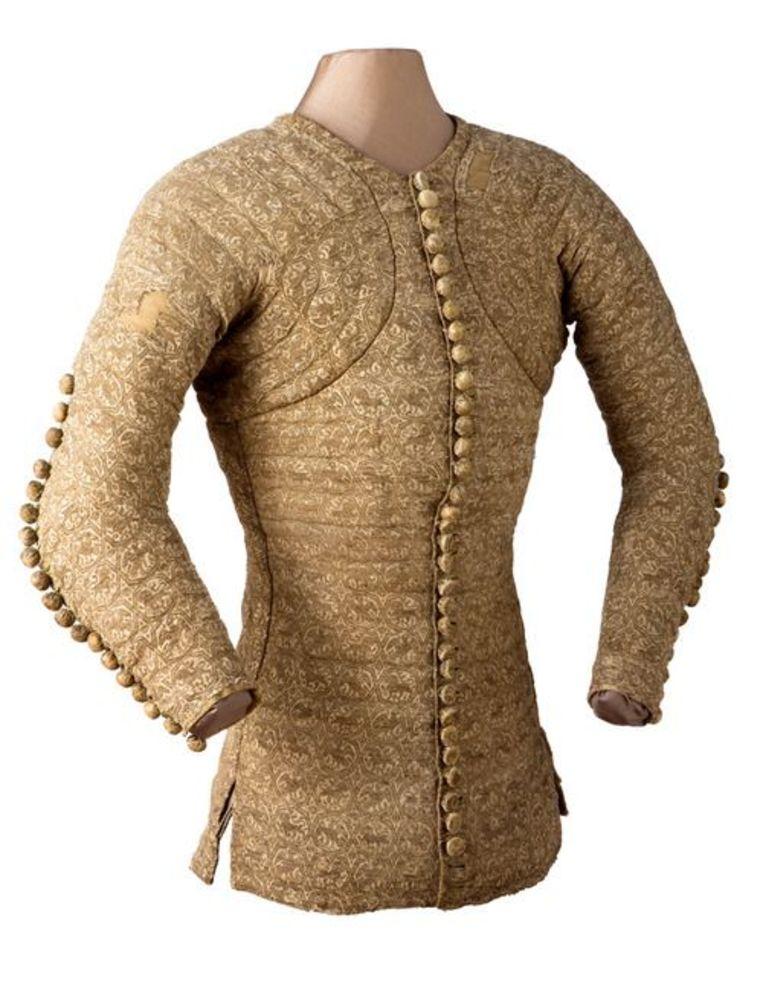 De revolutionaire jas van hertog Charles de Blois uit 1360.  Beeld Musee de Tissu Lyon