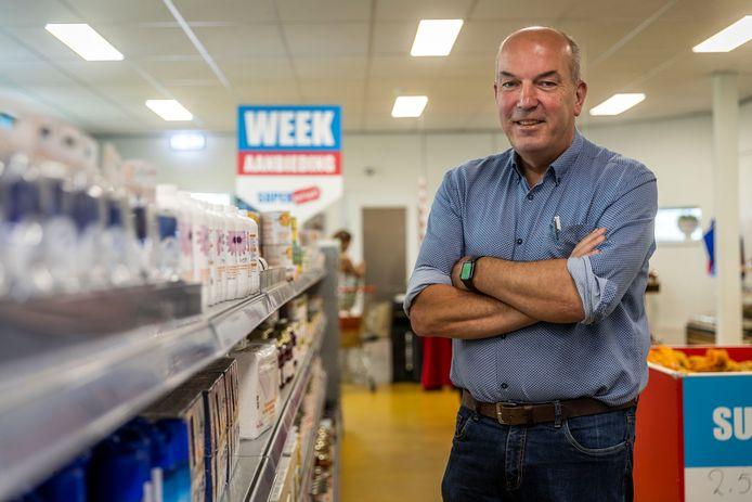 Bedrijfsleider Wim Brouns in de Super Sociaal aan de Engelsweg in Helmond.