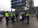 Politie controle in de binnenstad van Enschede. Geen scooter of brommer ontkwam aan de controle.