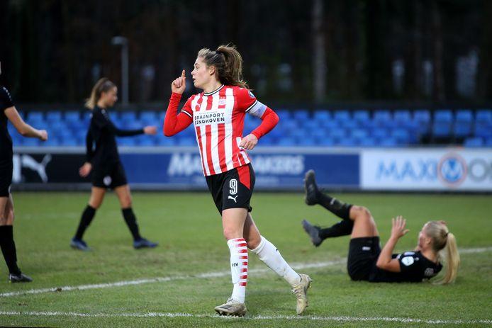 Topschutter Joëlle Smits voegde ook tegen Heerenveen weer een doelpunt toe aan haar goalaccount.