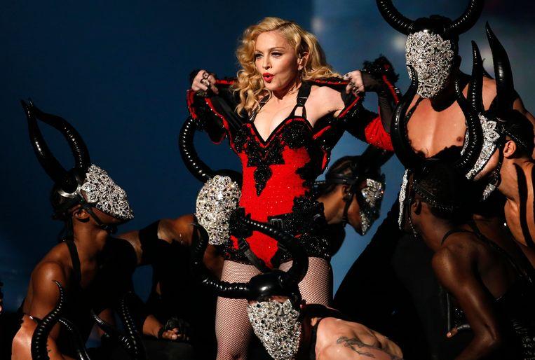 Vroeger had Madonna genoeg aan één co-writer, tegenwoordig werken er tot tien mensen aan haar muziek. Beeld REUTERS