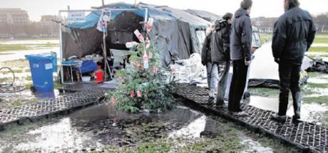 Occupy-activisten kleumen in verregende tentjes