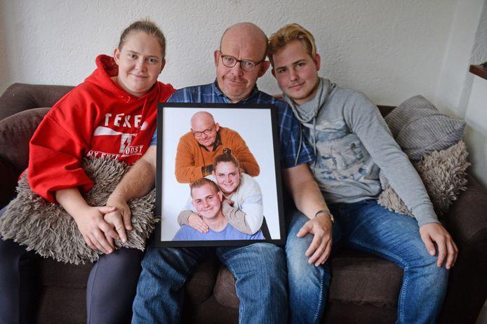 Annemiek, Frank en Christiaan van Delden mochten in Amsterdam een foto laten maken van het hechte gezin.
