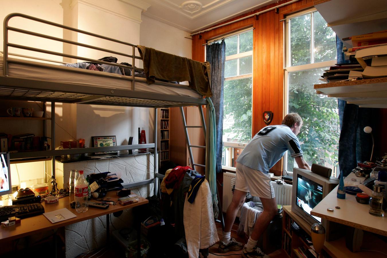 Kleine kamers, torenhoge prijzen, slecht onderhoud. Daarom wilde de gemeente Utrecht huisbaas Betty Chang de stad uit hebben. Het is de vraag of het nu beter gaat.