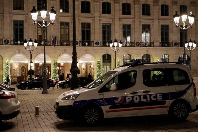 Een politieauto bij het Ritz Hotel na de juwelenroof in januari 2018.
