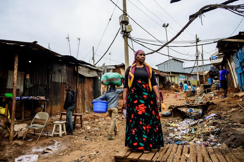 Mildred Aman huurt weer een huisje in de sloppenwijk Kibera. Beeld Gordwin Odhiambo