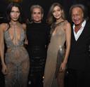 Bella, Yolanda, Gigi en Mohamed Hadid.