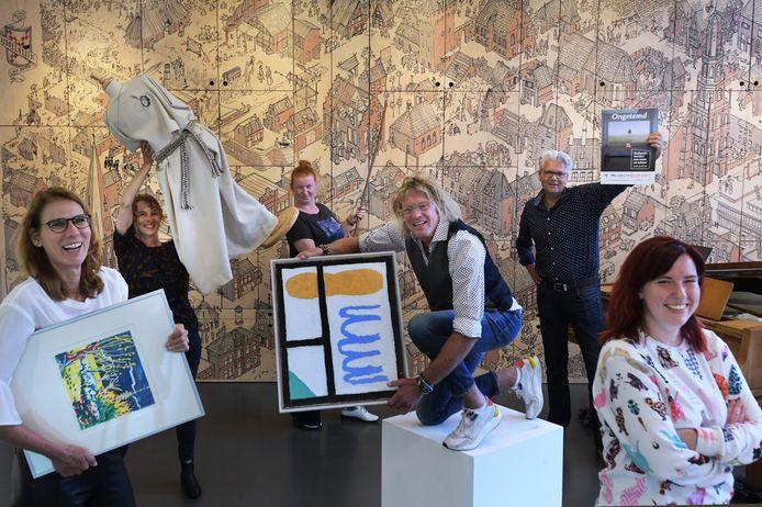 Directeur Bert Murk temidden van professionals, bestuursleden en vrijwilligers van Museum IJsselstein.