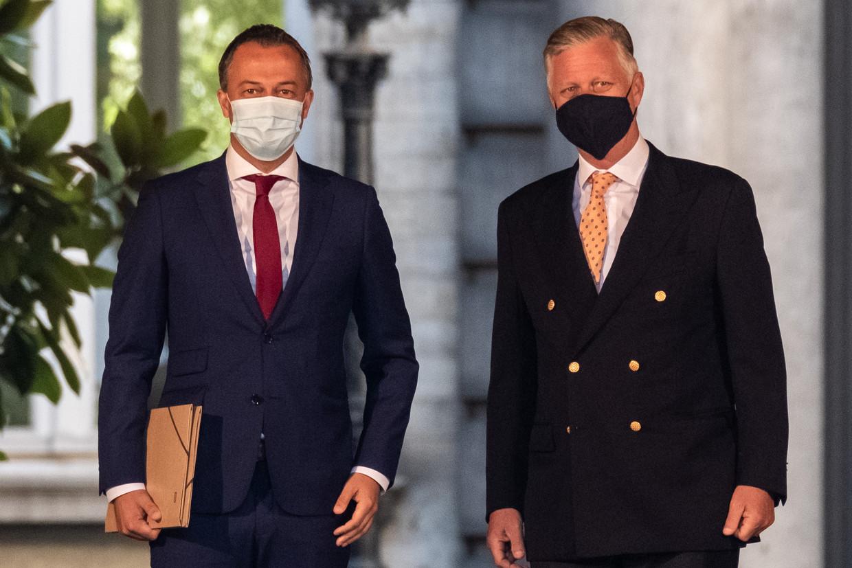 Open Vld-voorzitter Egbert Lachaert en Koning Filip. Beeld BELGA