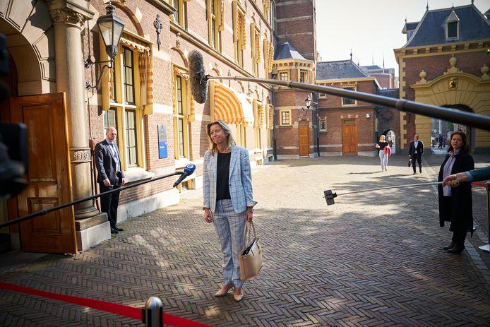 Minister Kajsa Ollongren van Binnenlandse Zaken en Koninkrijksrelaties (D66) komt aan op het Binnenhof voor de wekelijkse ministerraad.