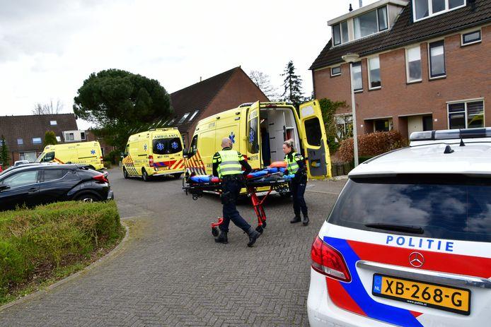Meerdere ambulances in Westervoort na de steekpartij.