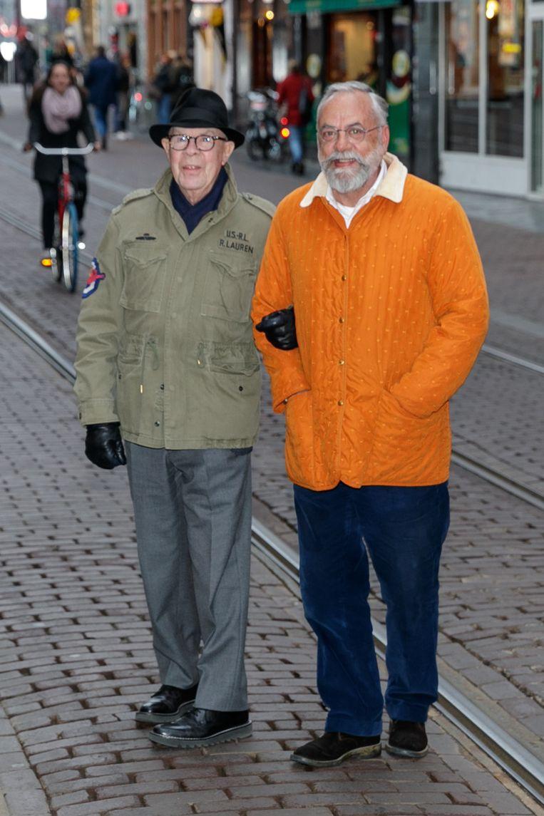 Hans Kemna en Oscar Hammersteijn op weg naar een première in theater Tuschinski, Amsterdam. Beeld Hollandse Hoogte