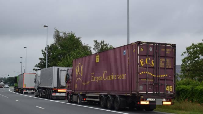 """Zelzate pleit voor aanleg centrale vrachtwagenparking in havengebied: """"Onze plicht om de woonkernen te ontlasten"""""""