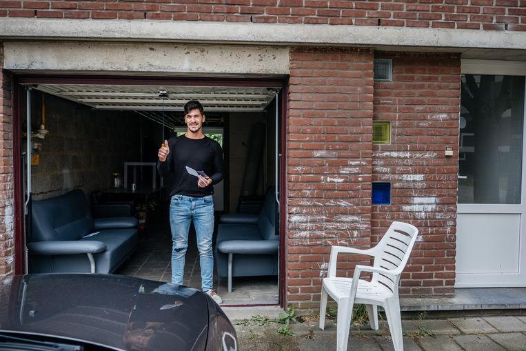 Sedat Garip vindt de sociale wijk Sledderlo de meest rustgevende plek van Genk.  Beeld Wouter Van Vooren